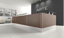Empfangstheke Arte in Braun mit Sockel