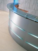 empfangstheke maroplus silber glasplatte