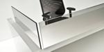 empfangstheke toronto detail glas mit schwarzem stuhl