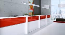 empfangstheke_as_line_mit_hochglanz front in weiss und rot